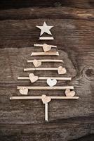 albero di Natale fatto di rami di legno foto