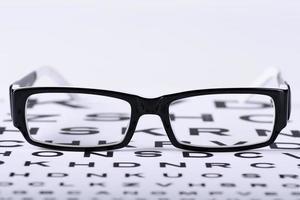 occhiali da vista e eye chart foto