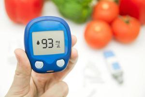 diabete facendo test del livello di glucosio foto