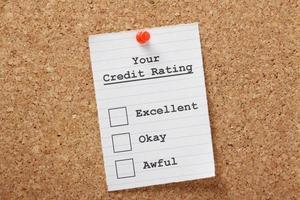 una lista di controllo per il merito di credito con eccellente ok e terribile foto