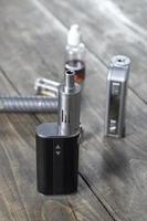 kit per il fumo sano su fondo in legno foto