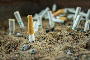 mozzicone di sigaretta foto