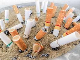 mozziconi di sigarette foto