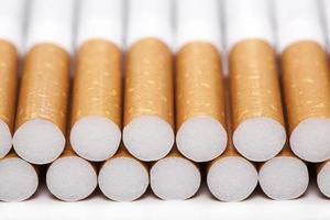 sigarette, isolate su un bianco foto