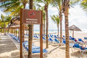 zona non fumatori in spiaggia foto