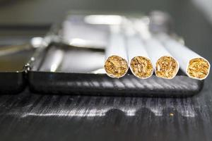 sigaretta e astuccio foto