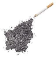 cenere a forma di san marino e una sigaretta. (serie) foto