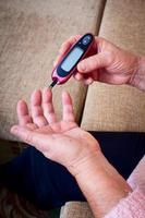 donna test per glicemia alta foto