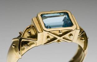 anello d'oro da donna foto