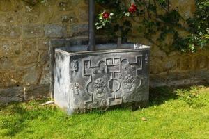 Butt d'acqua del 18 ° secolo per raccogliere l'acqua di drenaggio foto