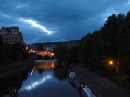 ponte di Pulteney di notte foto