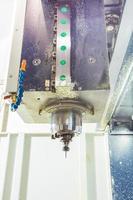 teste di fresatura cnc nell'industria dei metalli.