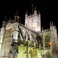 Abbazia di Bath di notte foto