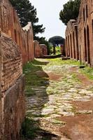 la strada romana antica rovina Ostia antica Roma Italia