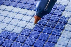 fabbricazione di tessere di mosaico foto