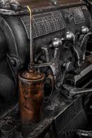 latta dell'olio di controllo del tornio foto