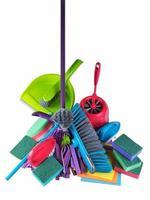attrezzature per la pulizia, su uno sfondo bianco
