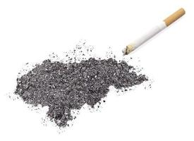 cenere a forma di honduras e una sigaretta. (serie)