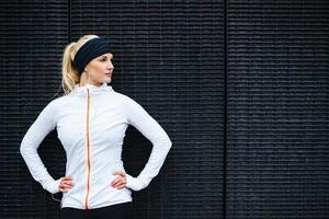 giovane donna sportiva determinata foto