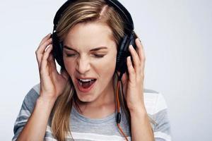 donna che ama la musica foto