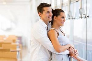 giovane coppia attraente foto
