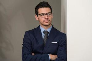Ritratto di uomo d'affari fiducioso foto