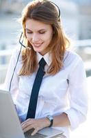 ragazza operatore call center attiva foto