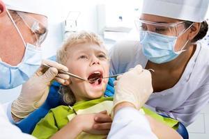 ispezione della cavità orale foto