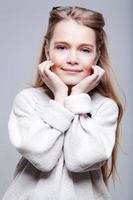 sorrisi bella ragazza adolescente foto