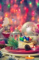 impostazione del tavolo da pranzo della vigilia di Natale