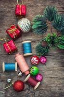 la creazione di decorazioni natalizie.
