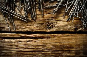 trapani su uno sfondo di legno foto