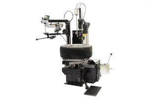 macchina di montaggio pneumatici foto