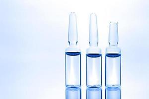 tre ampolle mediche foto