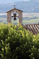 chiesa del villaggio di joucas foto