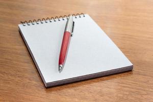 blocco note e penna