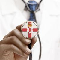 stetoscopio con serie concettuale di bandiera nazionale - Irlanda del Nord foto