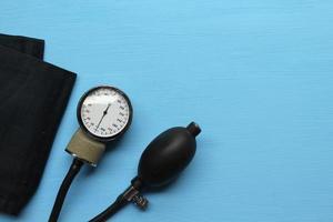 concetto di medicina - attrezzature per la pressione sanguigna foto