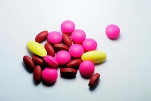 primo piano delle pillole mediche foto