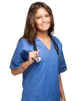 Ritratto sorridente dell'infermiera isolato su bianco foto