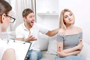 giovane coppia di psicologo foto