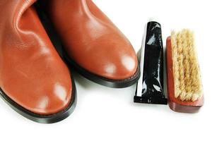 lucidatura di scarpe da vicino