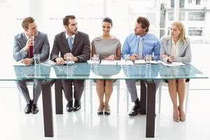 gruppo di funzionari del personale aziendale in carica foto