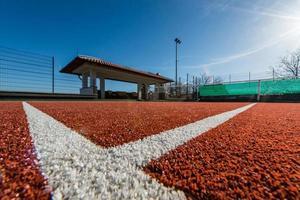 linea t al campo da tennis foto