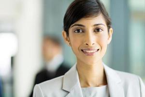 giovane lavoratore aziendale indiano foto