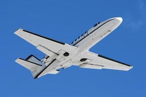decollo del jet aziendale foto