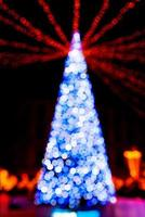 albero di Capodanno fatto da luci bokeh