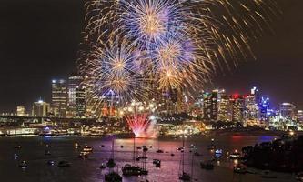 palle gialle blu del fuoco d'artificio di Sydney foto