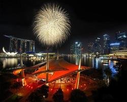 fuochi d'artificio sulla baia di marina foto