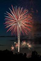 fuochi d'artificio che esplodono in aria